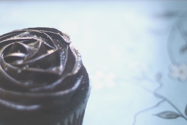 Dark Chocolate Earl Grey Cupcakes, https://artsntarts.wordpress.com/